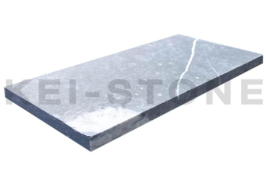 margelle en pierre naturelle calcaire noire bleu de namur. Black Bedroom Furniture Sets. Home Design Ideas
