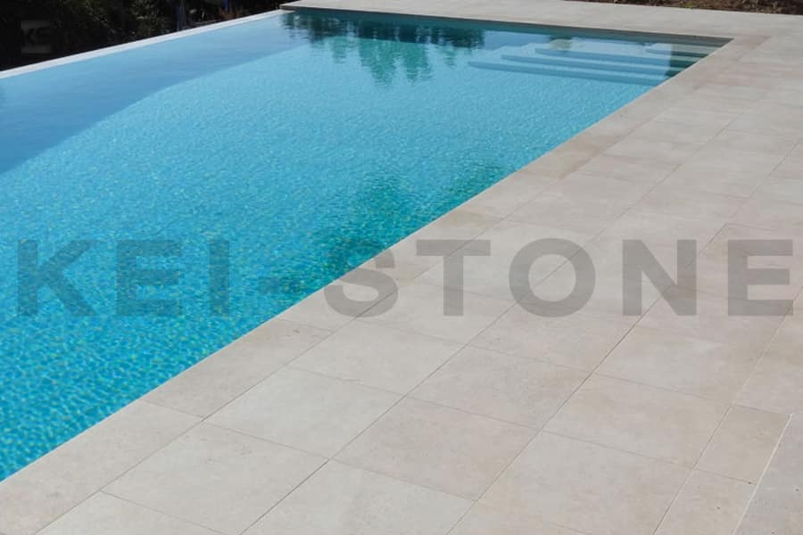 Pierre naturelle d 39 ext rieur aspect b ton beige et grise for Piscine en pierre naturelle