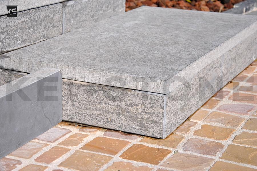 dallage de jardin en pierre naturelle gris d 39 asie flamm e. Black Bedroom Furniture Sets. Home Design Ideas