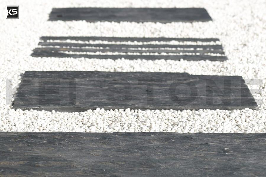 dalle piquet monolithe de schiste noir pour jardins. Black Bedroom Furniture Sets. Home Design Ideas