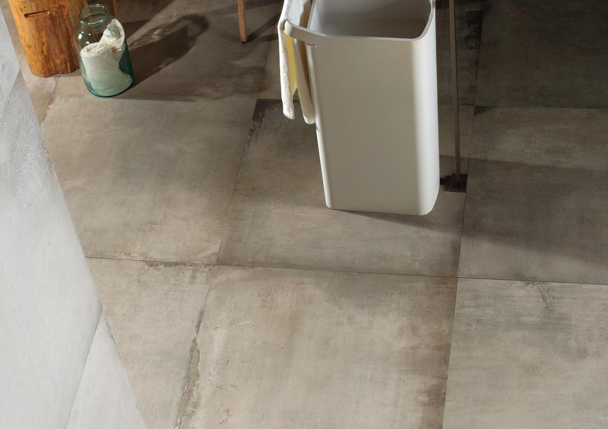 Résultat du mélange de l'esprit terre cuite et d'un béton, ce carrelage aux tonalités blondes présente des nuances tendances et modernes.