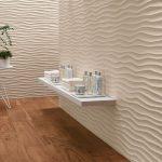Carrelage effet vague en trois dimensions pour donner du relief a vos mur. De couleur blanche finition mat ce revêtement mural en céramique pour illuminer votre salle de bain