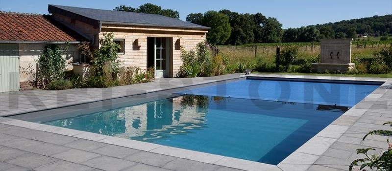 dallage-exterieur-piscine-en-pierre-naturelle-noir-desert-black-kei-stone